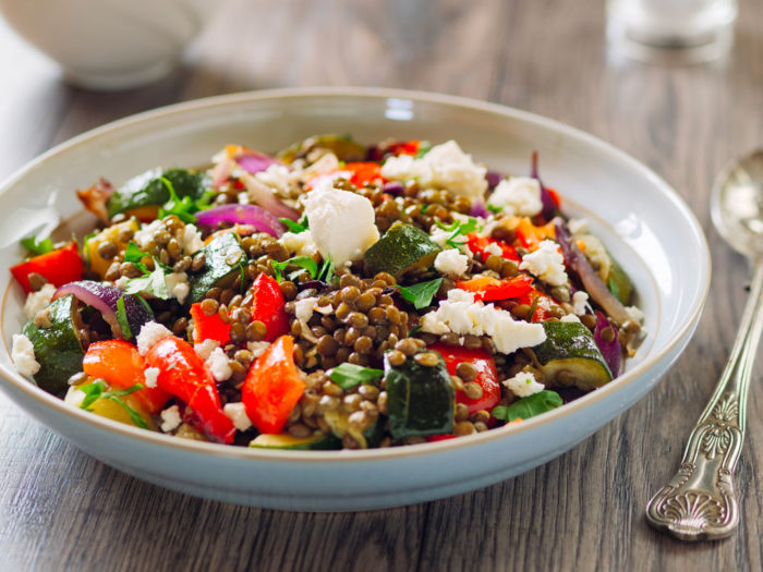 Image Salade de lentilles aux légumes rôtis, grenade et feta